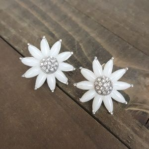 🌟 White Daisy Flower Rhinestone Silver Earrings